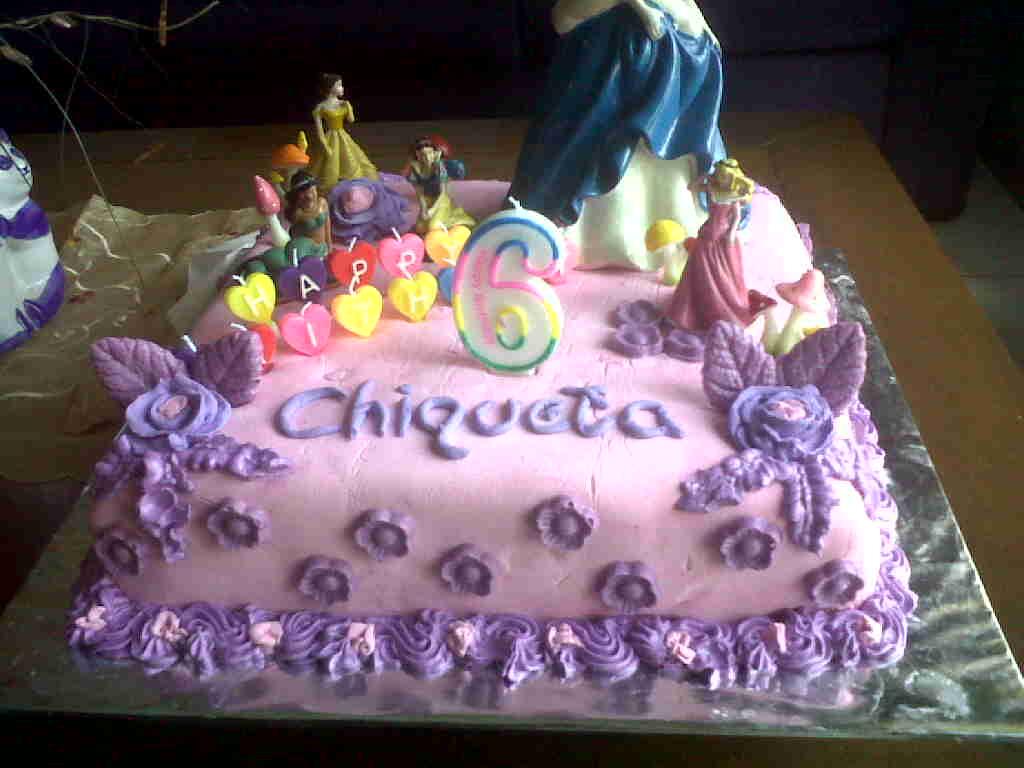Kue ulang tahun dengan tema cake superhero superman dan batman model
