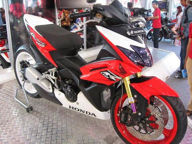 Foto  Modifikasi Terbaru Honda New Blade 125 FI Repsol Edition