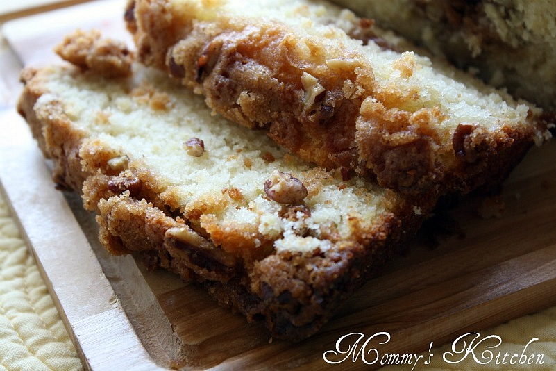 ... & Family Friendly Recipes: Apple Pie Bread {Smells a bit like Fall