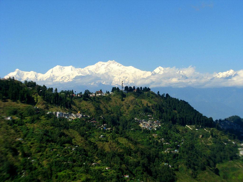 http://3.bp.blogspot.com/-dD33AsYy6ps/TkC_YkP9xCI/AAAAAAAAAH8/PdVydmDmH34/s1600/darjeeling+india.jpg