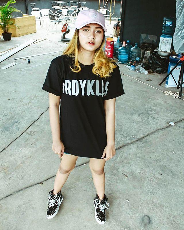 Kumpulan Foto Model Cantik Kaos Distro Friday Killer Original  Lebih Pics Kumpulan Foto