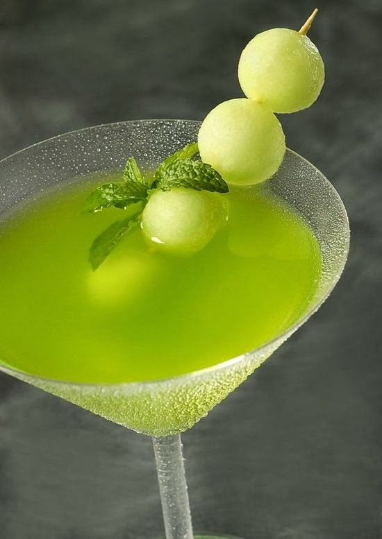 http://drinkedin.net/component/content/article/39-recipes/recipes/159294-honeydew-melon-martini.html