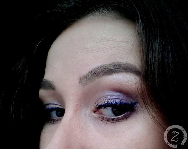 kreska eyelinerem w pisaku