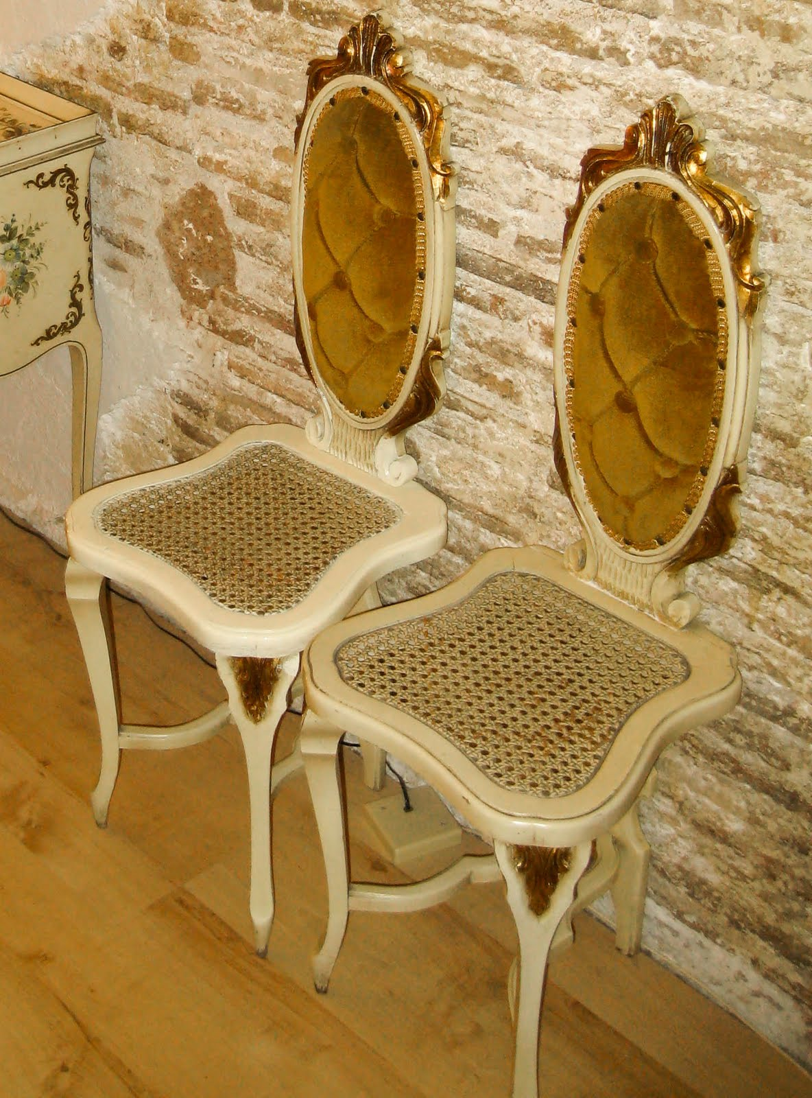 The Attic Antiques Sillas Y Sillones