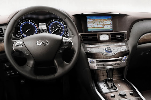 Instrument panel shot of 2011 Infiniti M37