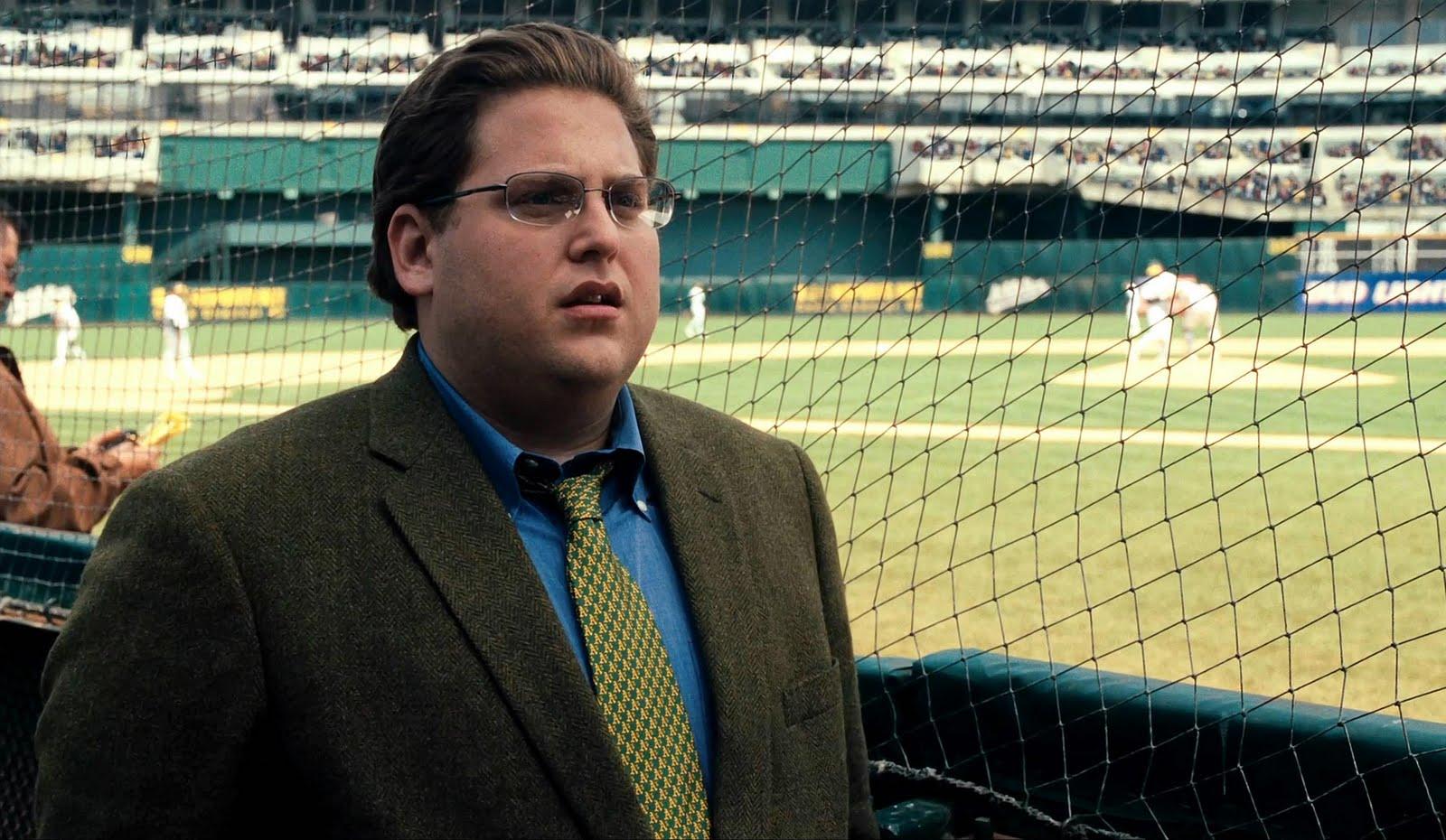 the money ball Intento exitoso del gerente general de los atléticos de oakland billy beane para montar un equipo de béisbol en un presupuesto magro mediante el empleo de análisis.