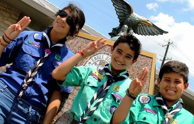 Vídeo gay de Estos boy scouts se exploran las pollas en