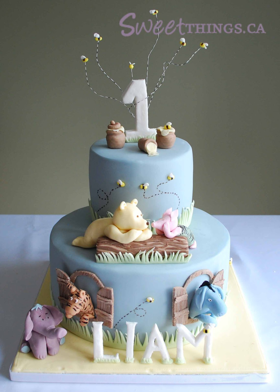 sweetthings 1st birthday classic winnie the pooh cake. Black Bedroom Furniture Sets. Home Design Ideas