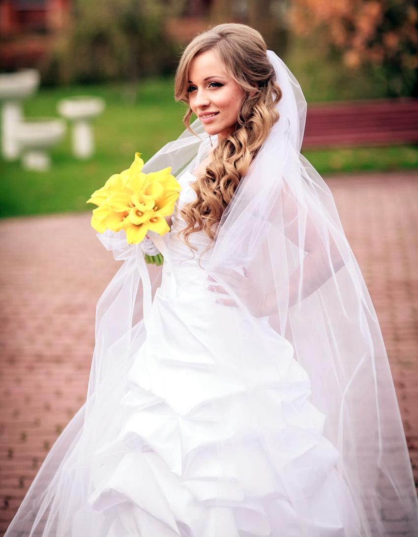 Красивейшие прически на свадьбу с фатой
