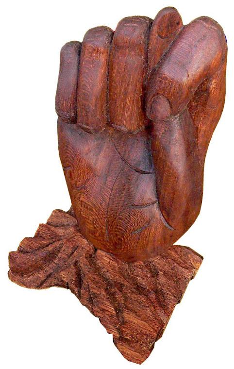 Escultura - Figa esculpida em Louro-Freijó