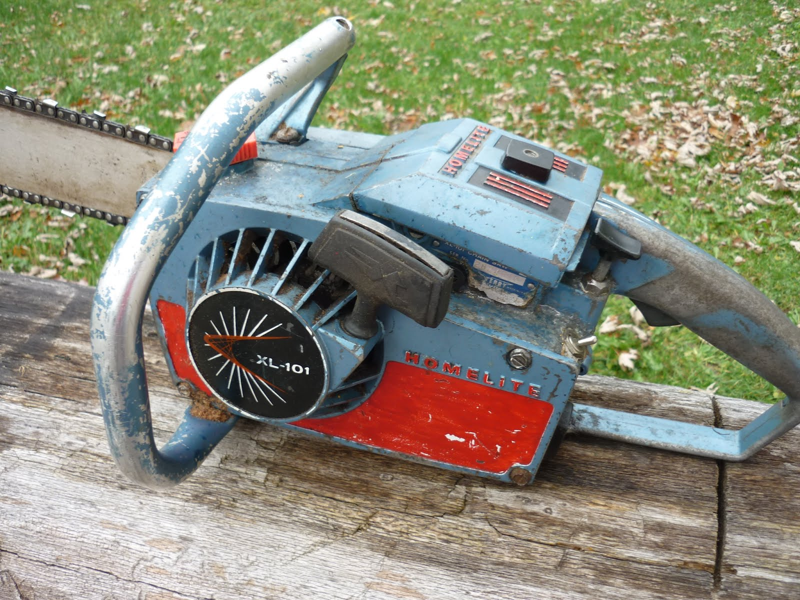 VINTAGE CHAINSAW COLLECTION: HOMELITE GROUP OF SAWS.