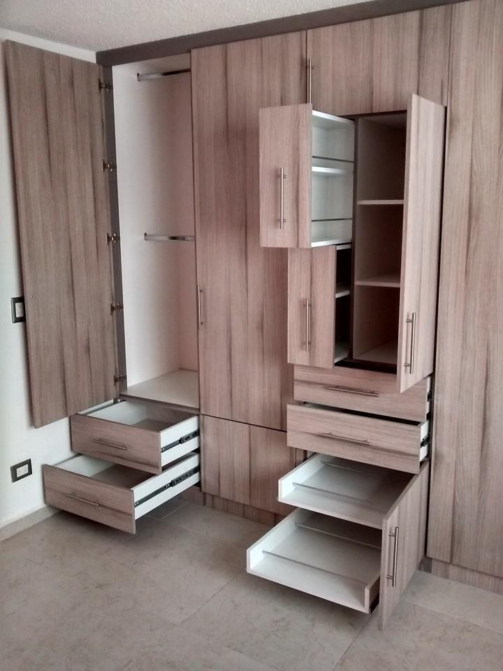 Closets y cocinas integrales residencial closet para recamara matrimonial tablero melamina for Closet melamina