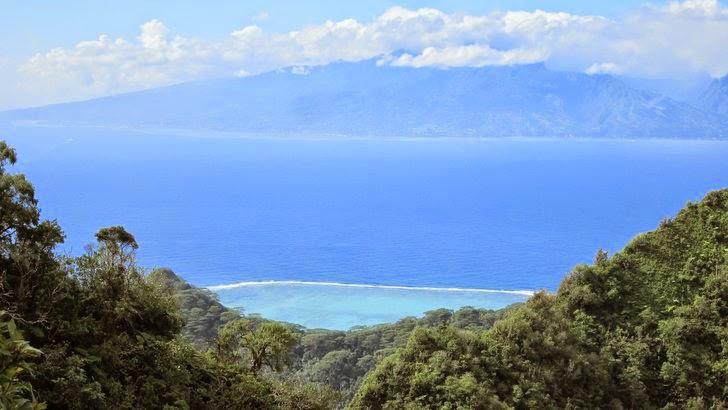 Tahiti vue depuis les montagnes de Moorea