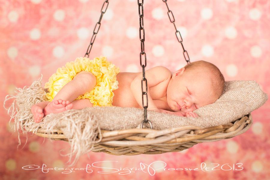 beebi-kaalul-vastsyndinu-newborn