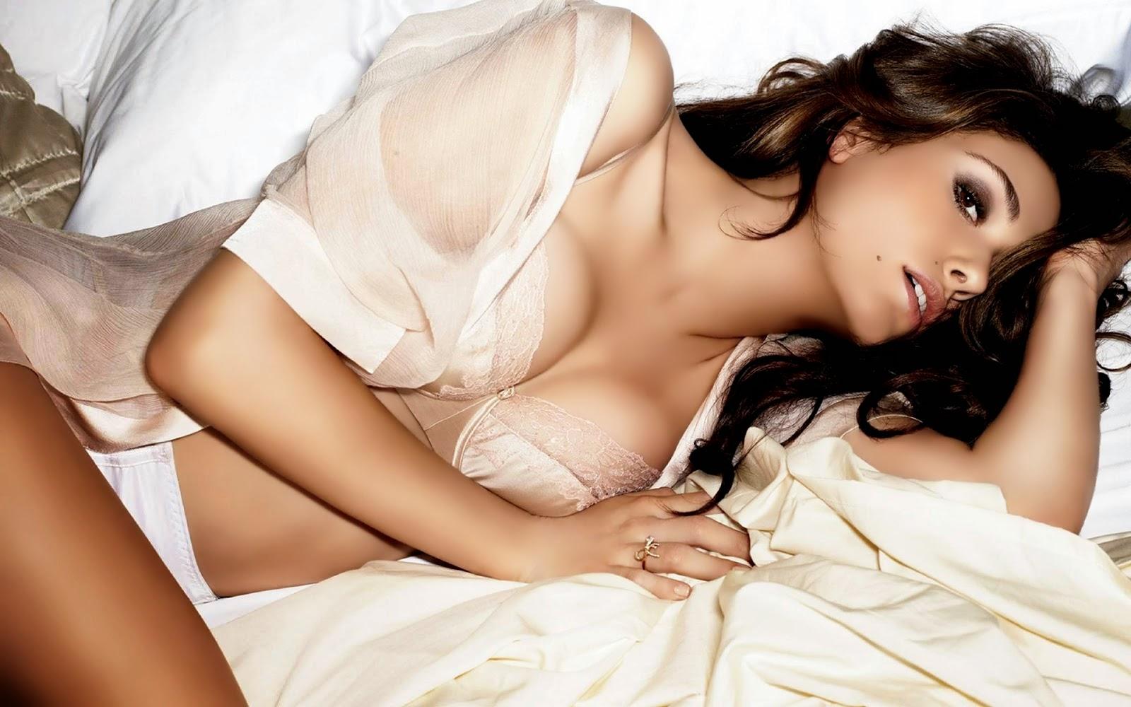 Emmy Rossum desnuda en Shameless 4x01 La