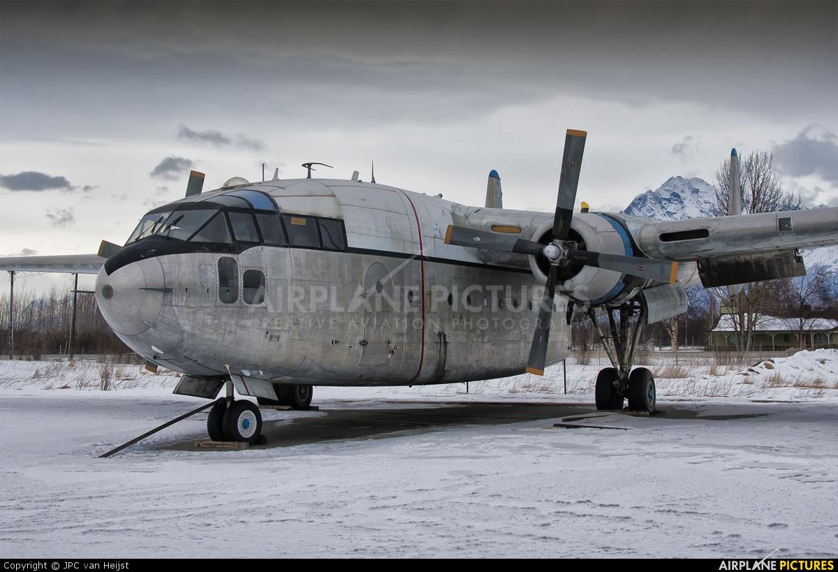 BelgianAviationNews: Video Fairchild C-119G Flying Boxcar engine start