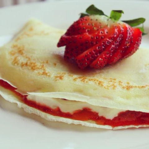 ... Builds Her Home: Valentine's Day Strawberry Cheesecake Crêpes