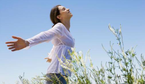 كيف تصبح سعيدا في حياتك - امرأة سعيدة مبسوطة فرحانة - الثقة بالنفس - woman happy - self confidence esteem
