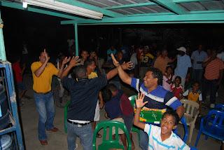 Fanáticos de los Leones del Escogido celebran triunfo de su equipo