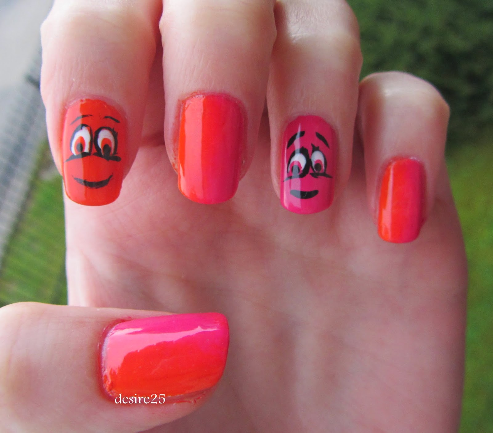 http://desire25.blogspot.com/2014/04/happy-nails.html