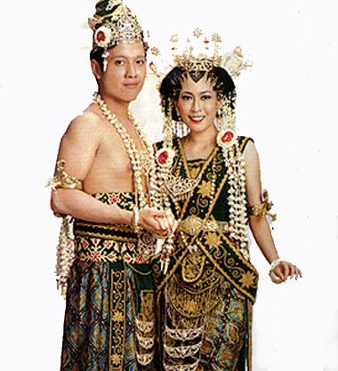 I am pipiT pakaian adat di Indonesia