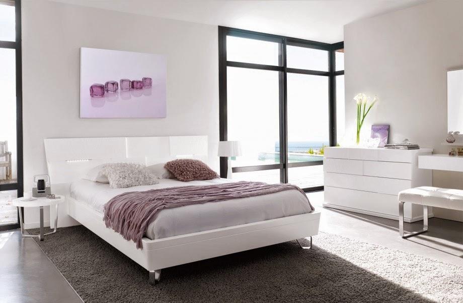 Conseils d co et relooking d coration de chambre coucher avec du th me blanc for Chambre de nuit en bois moderne