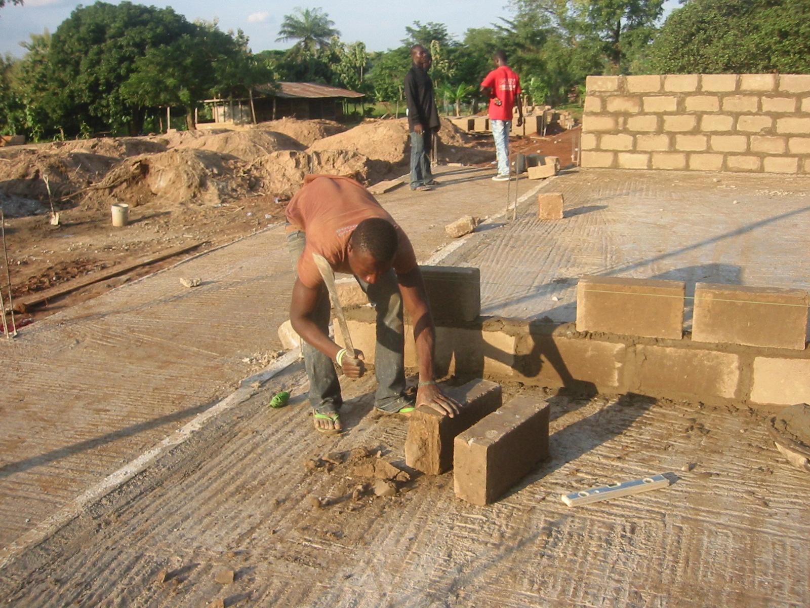 Asf en ghana 9 muros de bloques - Muro de bloques ...
