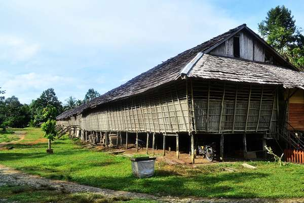 Rumah betang Suku Dayak