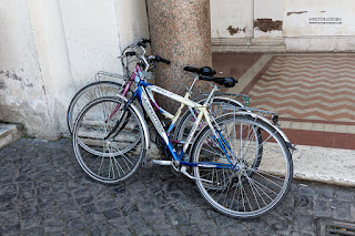 Bicycle tour in Rome, Rome; Roma; Via appia; bicycle; bicicleta Via Appia Antica; Ruins; ruinas; pedalando em roma; bicicleta em roma
