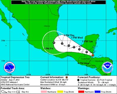 perturbación tropical moviéndose desde el oeste del Caribe hacia el sureste de México se convirtió en depresión tropical cerca de la costa de Belice el 17 de junio de 2013