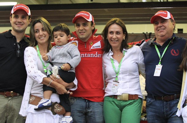 Family photo of the driver, married to Raffaela Bass, famous for Formula One.