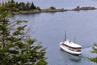 scenic tour boat in bariloche