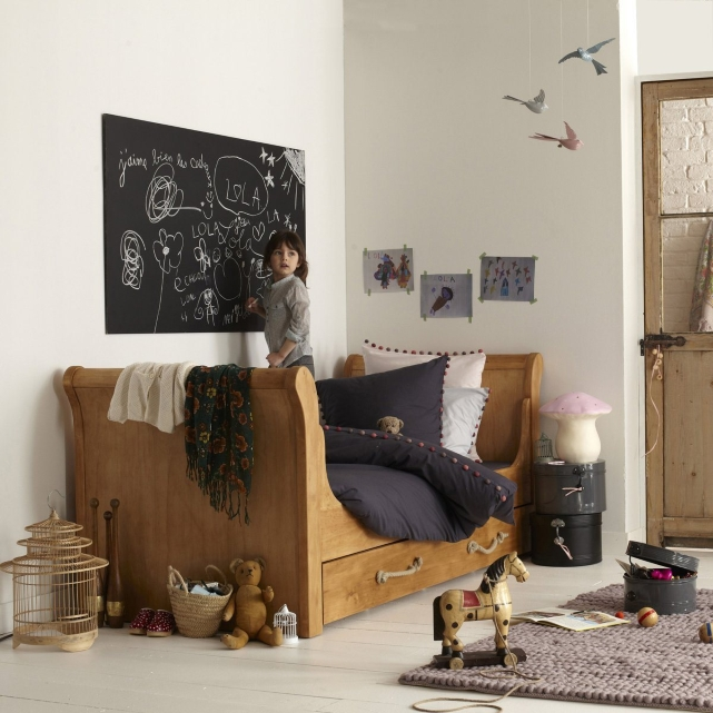 des chambres d 39 enfants esprit nature ou romantiques. Black Bedroom Furniture Sets. Home Design Ideas