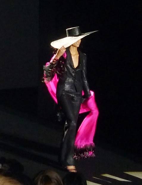 Roberto Verino traje negro torera