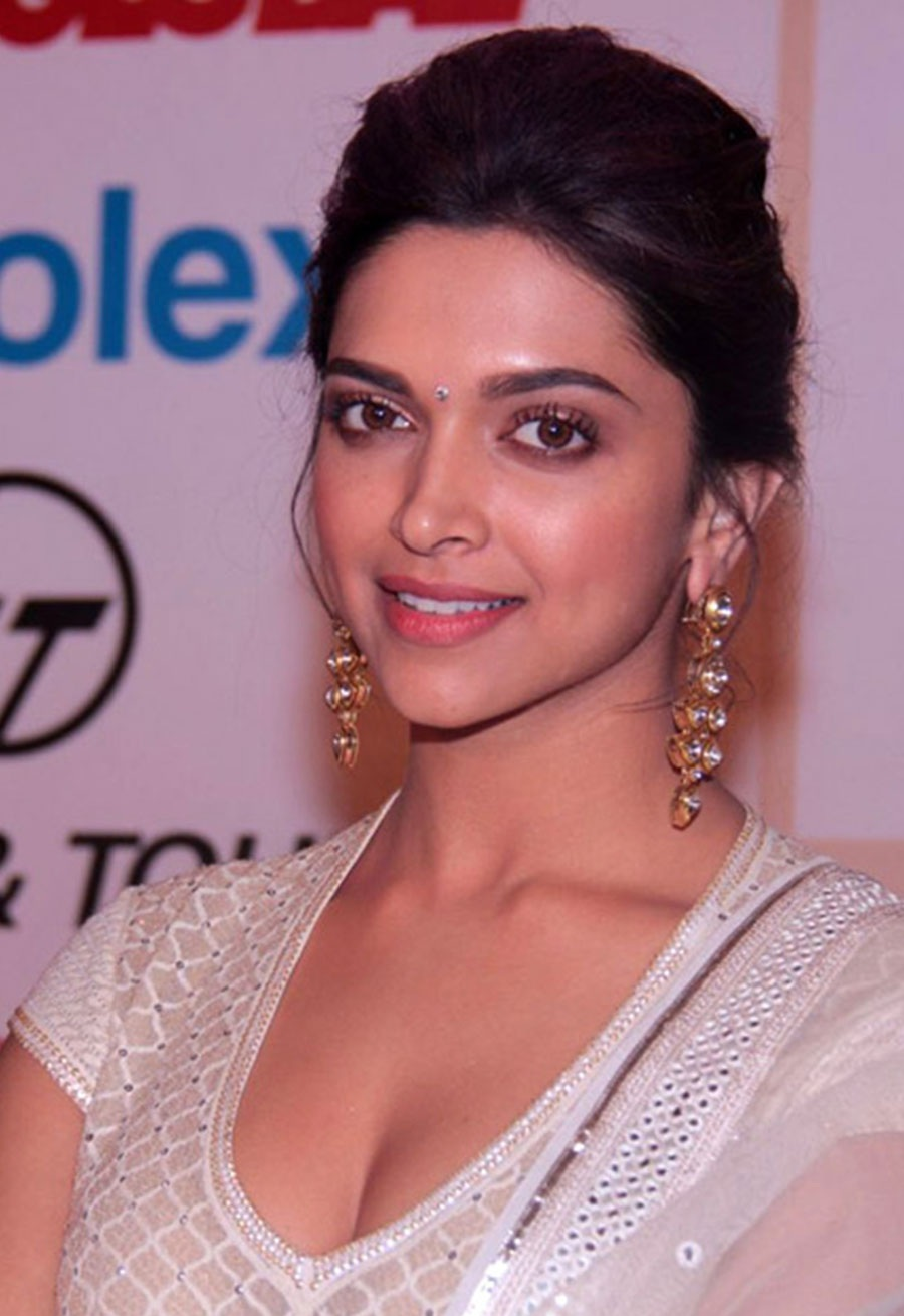 Tollywood Tab: Deepika Padukone Latest Photos Stills