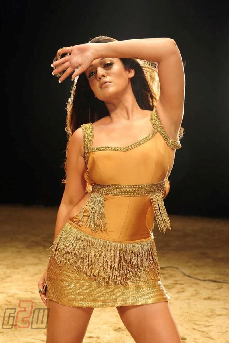 south hot actress nayanthara new spicy stills | scaeeniena