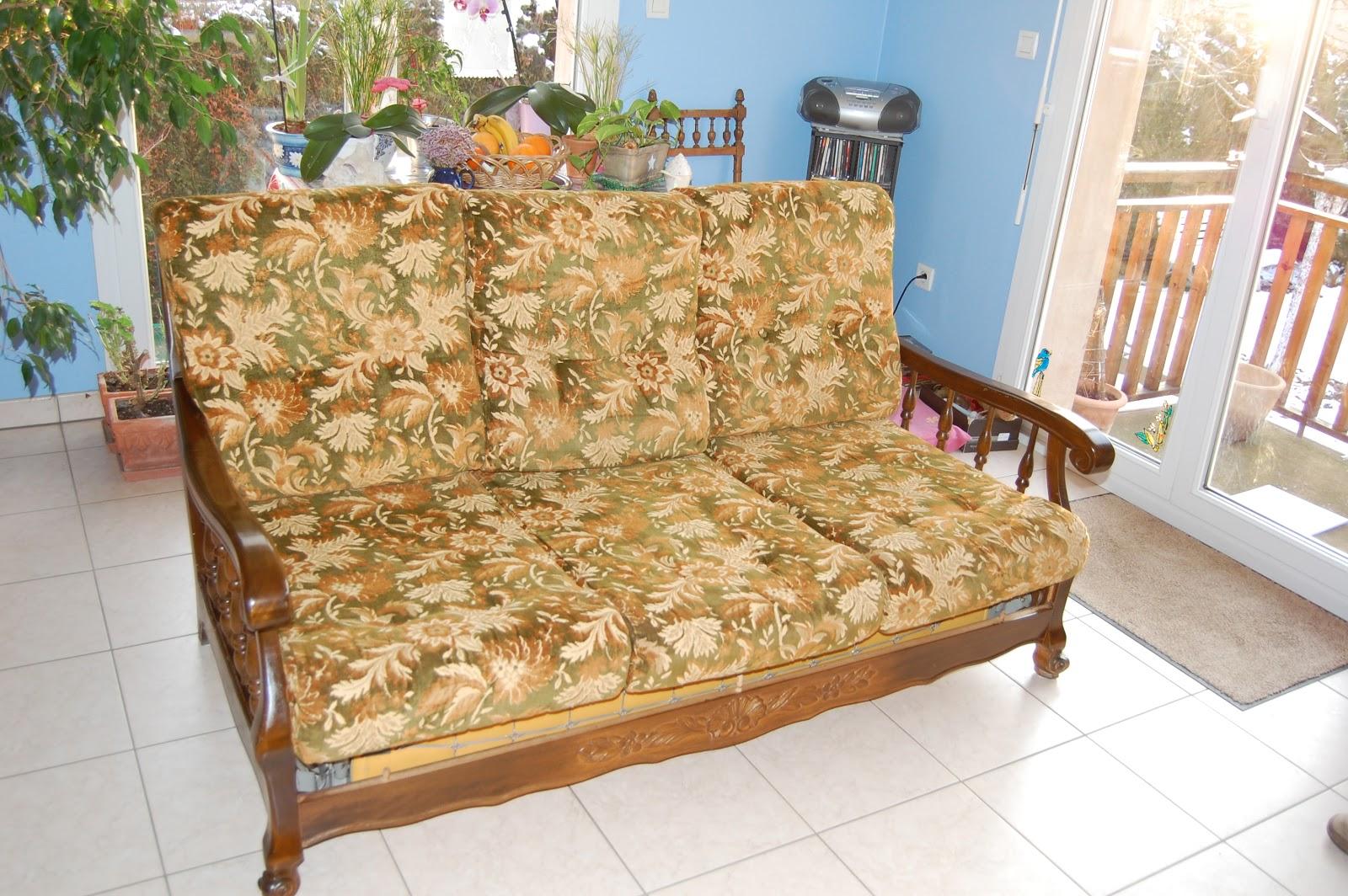Les coussins de clara customisation d 39 un vieux canap - Recouvrir des coussins de canape ...