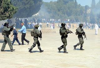 Pasukan keamanan Israel di Masjid Al Aqsha (foto World Bulletin)