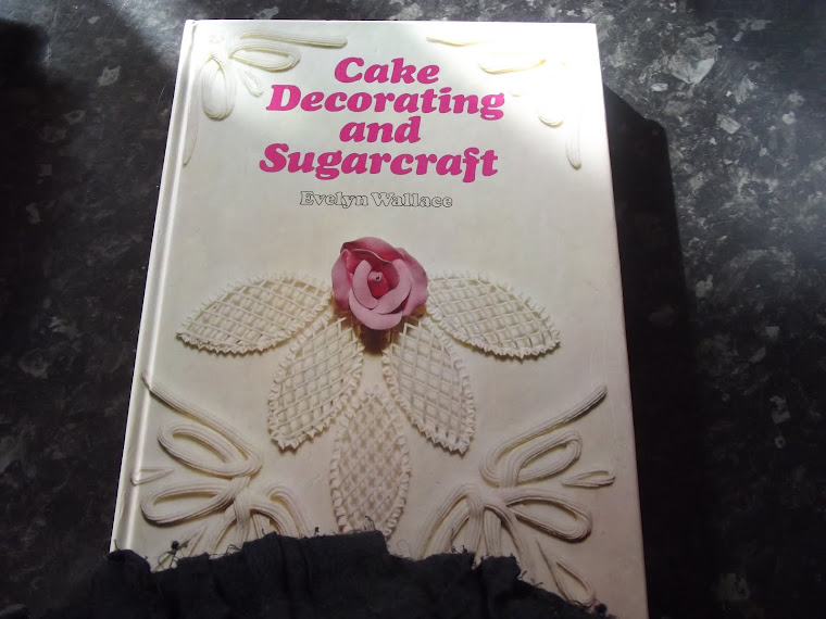 CAKE DECORATING AND SUGAR CRAFT BOOK