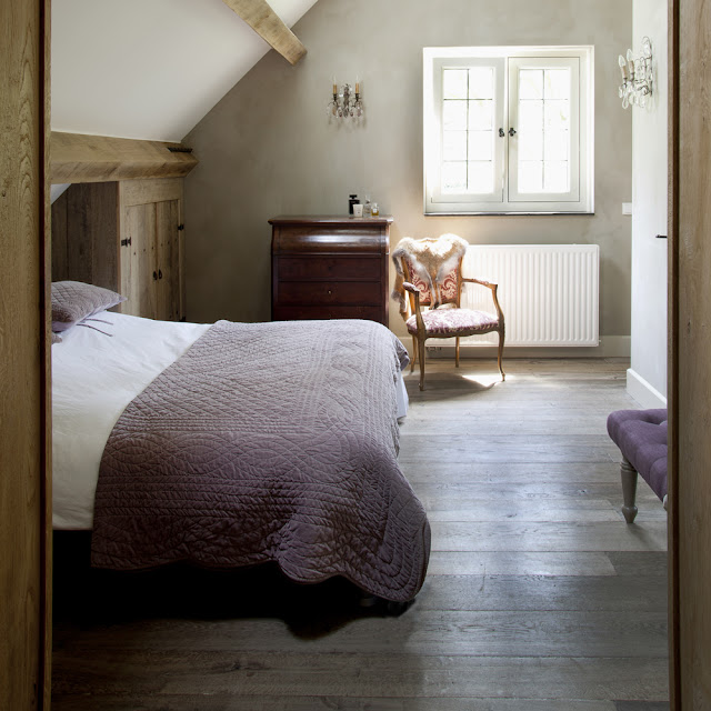 bedroom, reclaimed wood floors,  't Achterhuis Historische Bouwmaterial (nl) as seen on linenandlavender.net