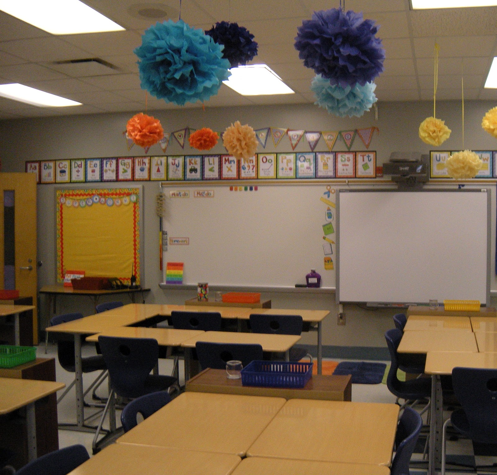 Little lovely leaders classroom complete for Classroom wall mural ideas