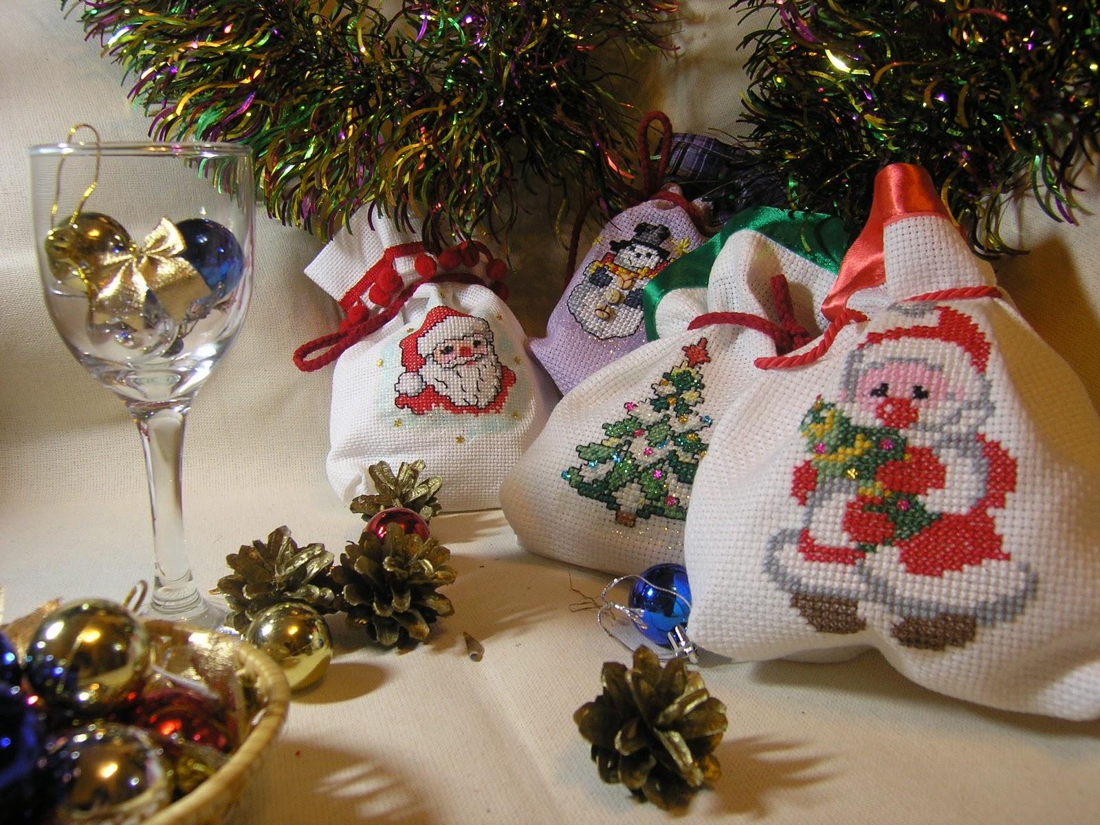 Новогодние подарки с вышивкой крестом