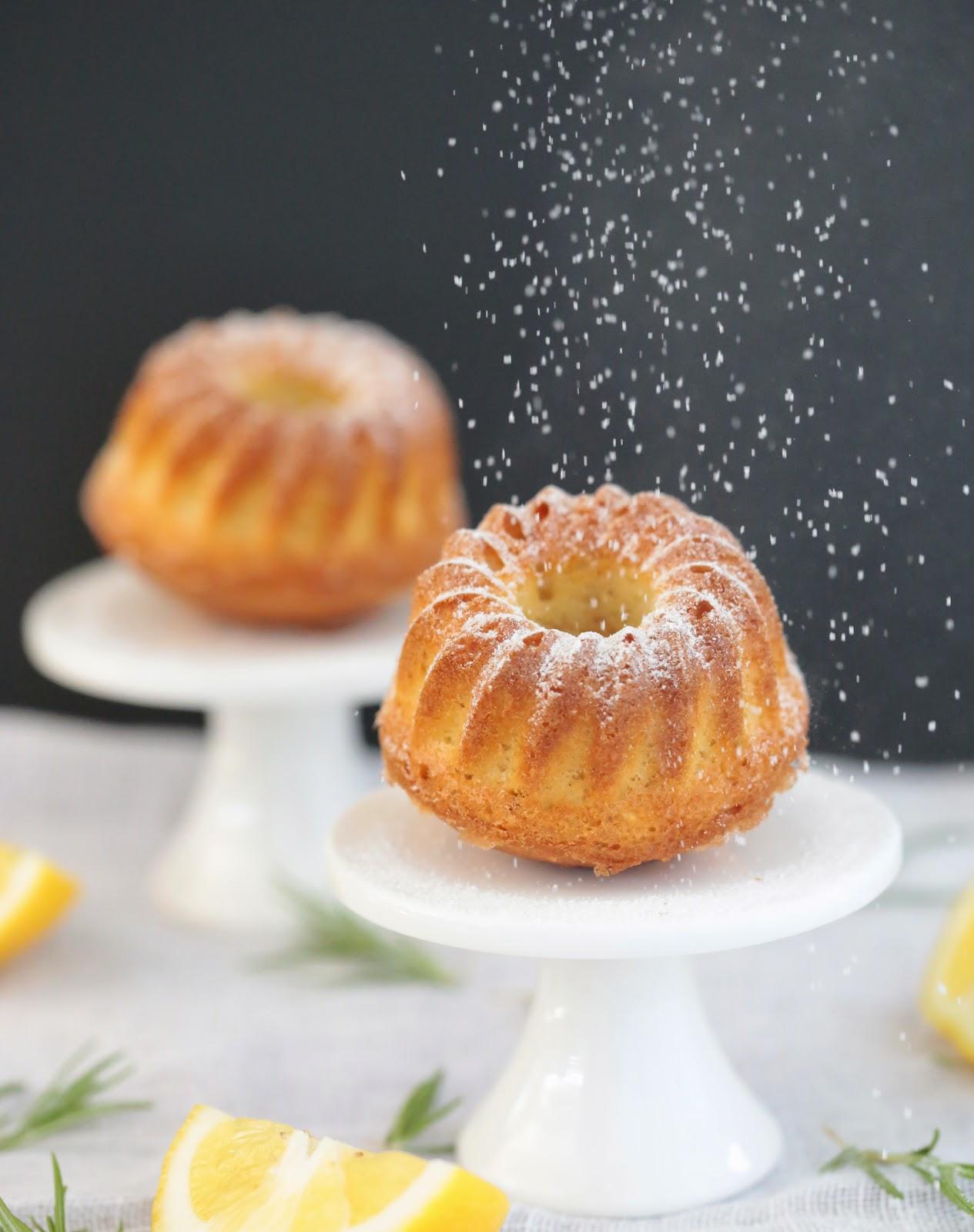 Cake citron , amandes romarin à base de lait fermenté