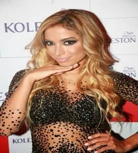 Anitta fica loira e mostra novo visual: 'Gosto de coisas intensas'