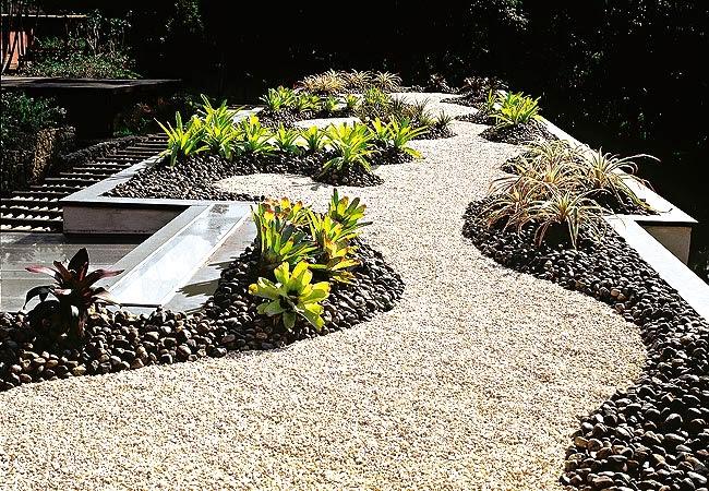 Fotos e ideias para um jardim simples e barato no quintal  Toda Atual