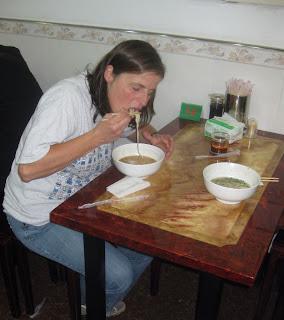 Nudelsuppe aus handgezogenen Nudeln