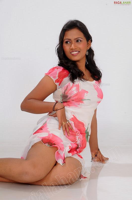 All World Wallpapers: Indian Model Shahnaz Hot Mini Frack Photo ...