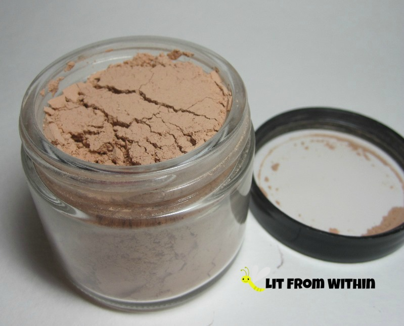 Oblige French Rose Clay Facial Mask in powder form