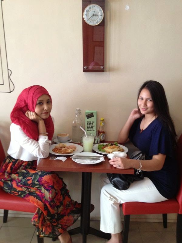 Shea & Hajar at Coffee O'Clock