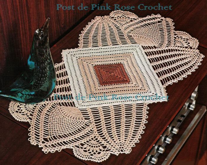Pink rose crochet centro de mesa quadrado com abacaxis for Centro de mesa a crochet